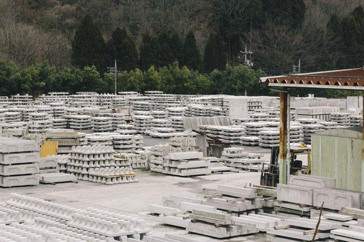 郡家コンクリート工業の製作現場(製品置場)