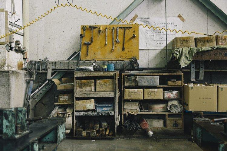 郡家コンクリート工業の製作現場(道具棚)
