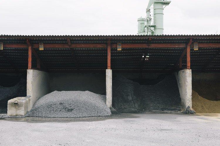 郡家コンクリート工業の製作現場(原材料)