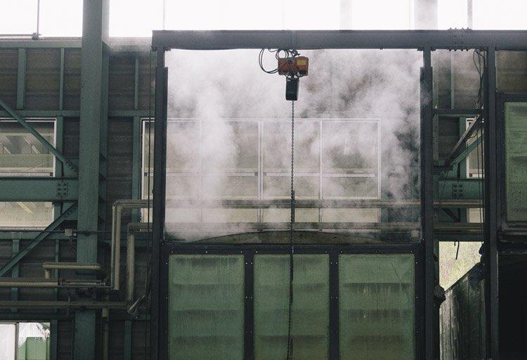 郡家コンクリート工業の製作現場(蒸気養生)